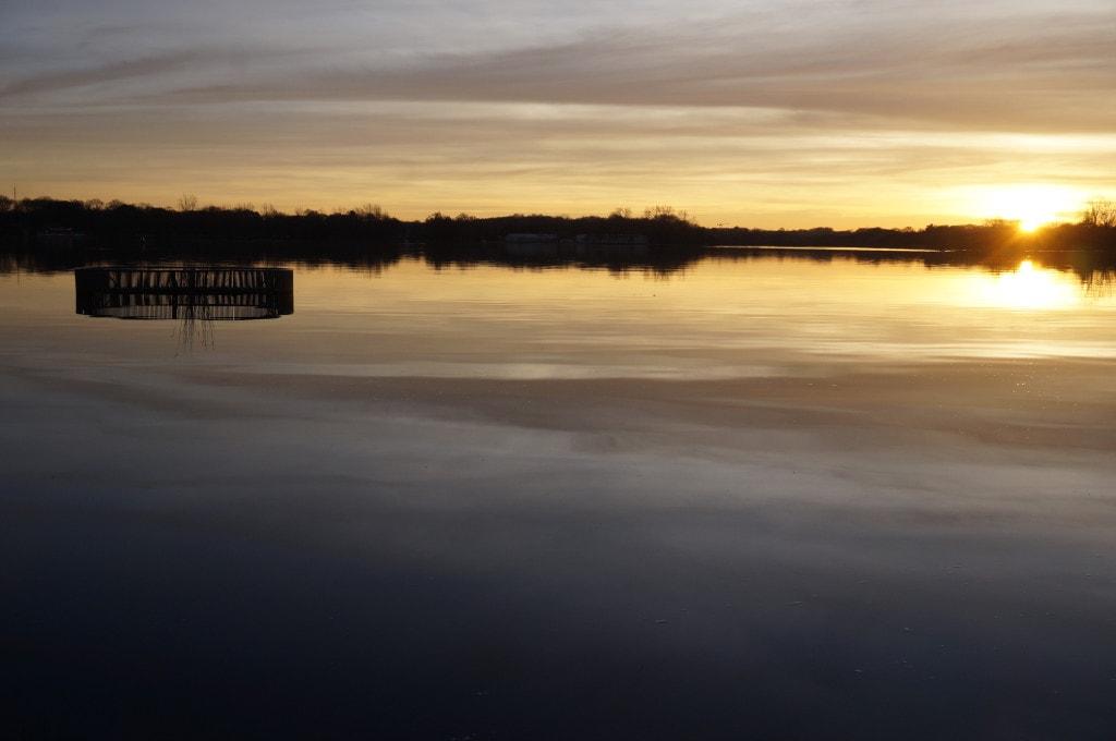couché de soleil au lac Joalland