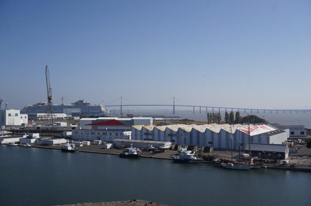 vu sur le pont de saint-nazaire et le paquebot Harmony of the Seas