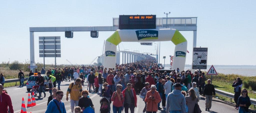 50000 personnes sur le pont de saint-nazaire
