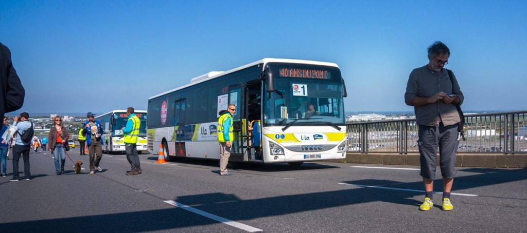 les navettes de bus sur le pont de saint-nazaire